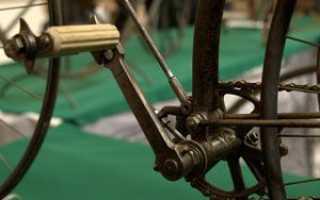 Прокручиваются педали на велосипеде