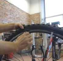 Спускает колесо на велосипеде